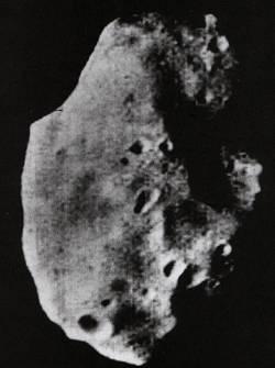 Astéroïdes frôleurs - Page 3 Mariner9_phobos