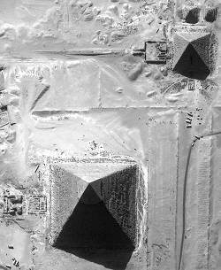 Pyramides egyptiennes vues par Ikonos